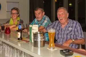 recreanten aan de bar